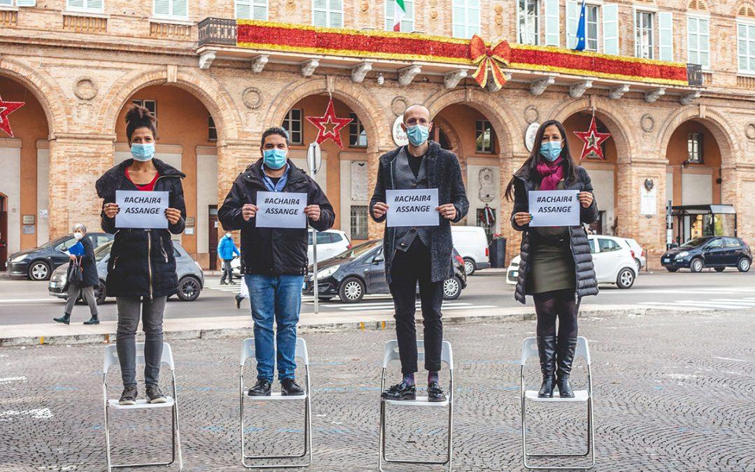 #aChair4Assange: un richiamo alla presa di coscienza e all'azione!